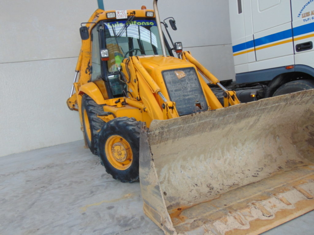 Retroexcavadora para excavaciones y derribos
