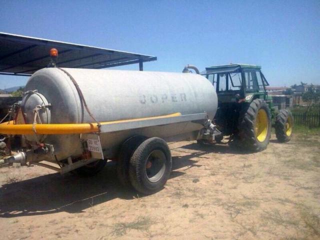 tractor cisterna para abastecimiento de agua